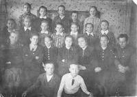 Май 1953 года. 6-б класс и учителя Меландовской школы