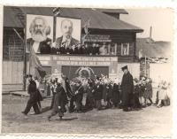 Первомайская демонстрация на стадионе в Емецке, 1960 г.