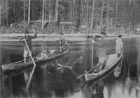 Лов хариусов на р.Емце в Холмогорском уезде. Фото начала XX века.