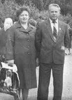 Председатель районного исполкома Ю.А. Загоскин с супругой на праздновании в Емецке